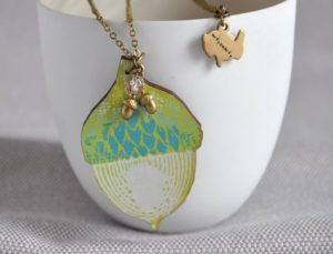 arty-smarty-acorn-wooden-necklace-1